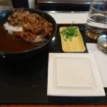 吉野家に黒船襲来「黒カレー」を食べてみた!新トッピング納豆&カルビの採用理由が判明!